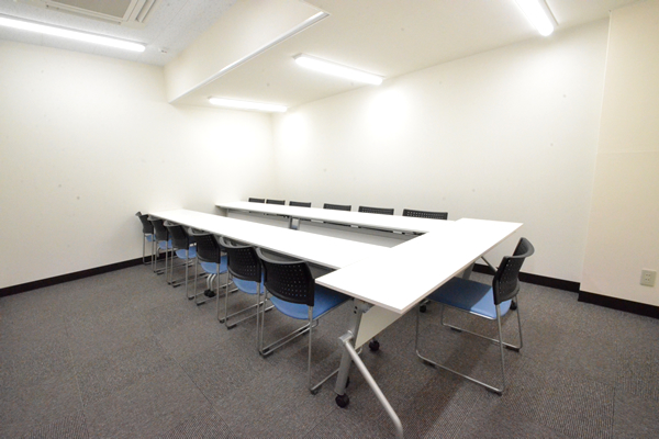 F会議室(13名用)
